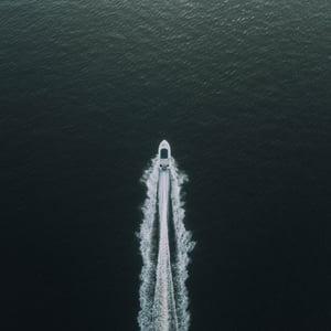 boat-deep-ocean-idyllic-570987